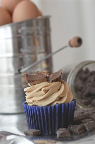 Our most popular cake and cupcake flavor combination. Peanut butter-cup cupcake