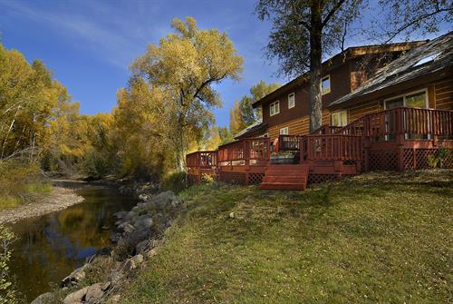 291 W Cottonwood Rd Gunnison, CO 81230 - Riverfront log home near the Golf Course