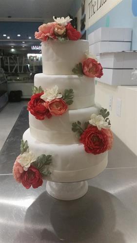 Classic yet simple wedding cake