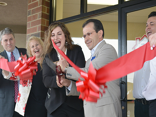 Helen and Mayor Mancino cut the ribbon at the grand opening of her Hawthorn Woods office.
