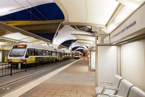 Gallery Image DFWAirportStation02jul14_twotrains.jpg