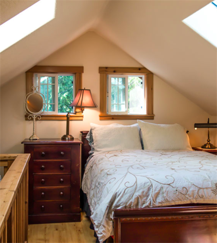 Sleep upstairs in the loft of the Tackroom, cozy under your linen eiderdown.