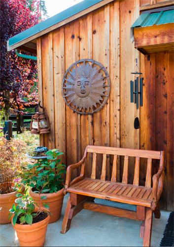 Relax, read or wake up with your coffee in the garden courtyard.