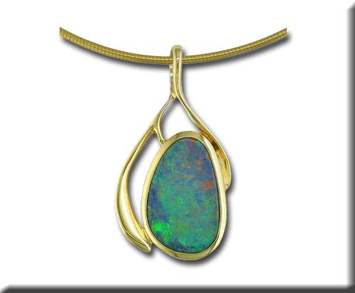 14 karat yellow gold pendent with opal