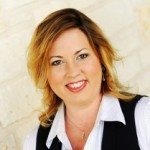 Lauren Cox -- Searchers Realty Realtor