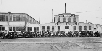 Gallery Image 1921-salesmen.jpg
