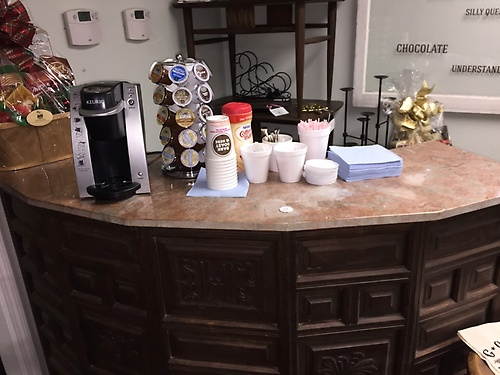 COMPLIMENTARY COFFEE & TEA STATION