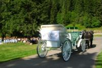 the carriage with the ''just married'' sign