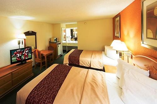 Gallery Image Kingsland_GA_cheap_hotel_Double_in_room_microwave(2)_Z.jpg