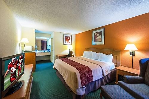 Gallery Image Kingsland_GA_cheap_hotel_King_suite(2)_Z.jpg