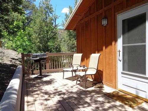 Lindaur Cabin Patio