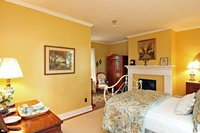 Gallery Image yellow%20bedroom%202.jpg