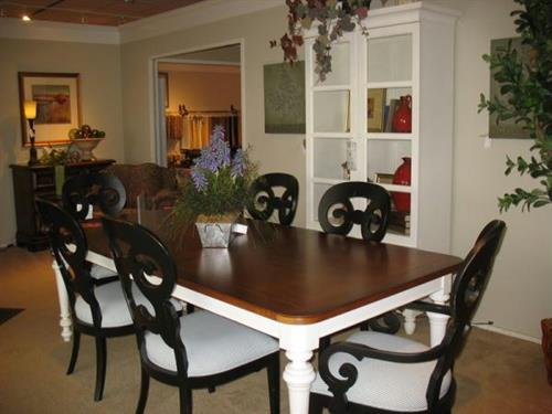 Stanley Coastal Living Table and Chairs