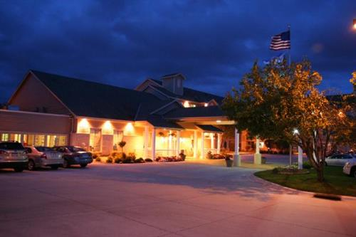 Welcome to the Country Inn & Suites Chanhassen.