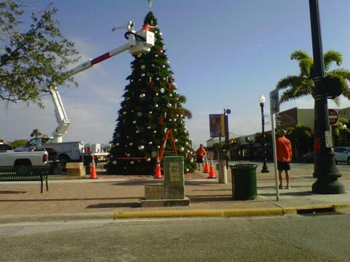 Punta Gorda's 25ft Christmas Tree ~Decoration Time
