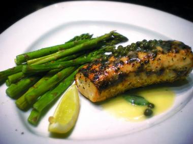 fresh wahoo with asparagus