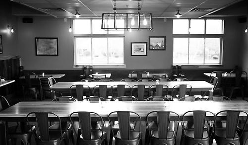 Gallery Image waypoint-dining%20room_170615-122822.jpg