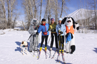 Bernard and Miss Kitty pose with Ski the Rails participants