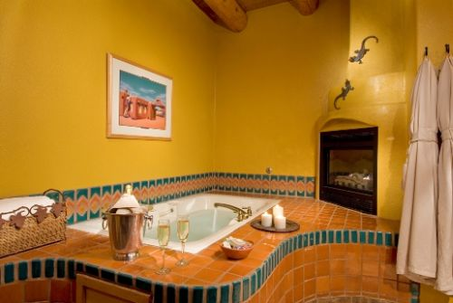 Puerta Cobre and Puerta Roja both have luxurious bathrooms with oversized jetted tubs and romantic fireplaces