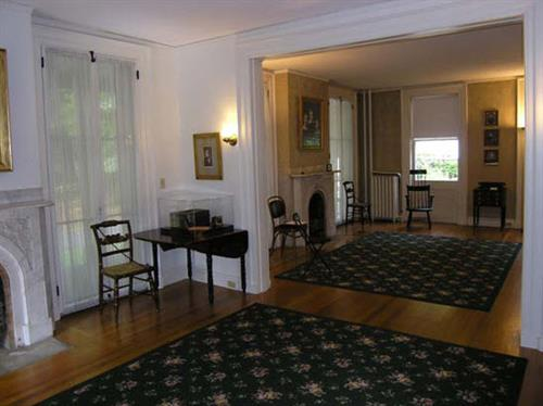 Gallery Image double_parlor.jpg
