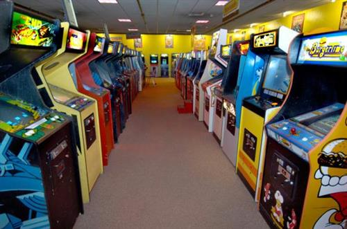 With over 500 games, bowling, bingo mini-golf and more, Funspot has something for everyone!