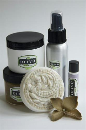 Try our Starter Kit containing all of our customer favorites. A perfect gift or way to ease into all-natural beauty.