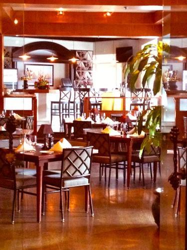 The Tidewater Inn  U0026 Hunters Tavern
