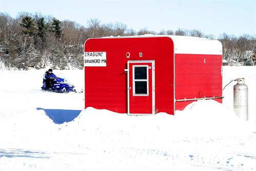 Gallery Image Ice_Fishing_House.JPG