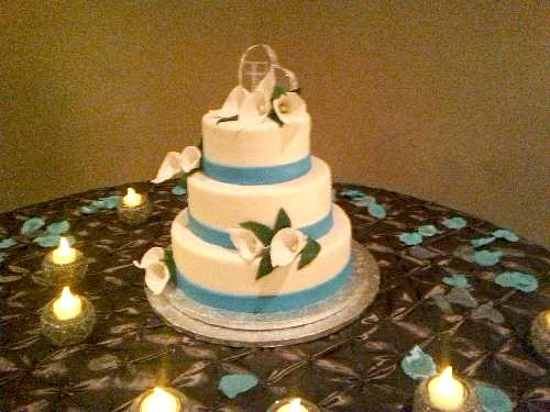 Gallery Image Cake_cream_and_teal_Small.jpg