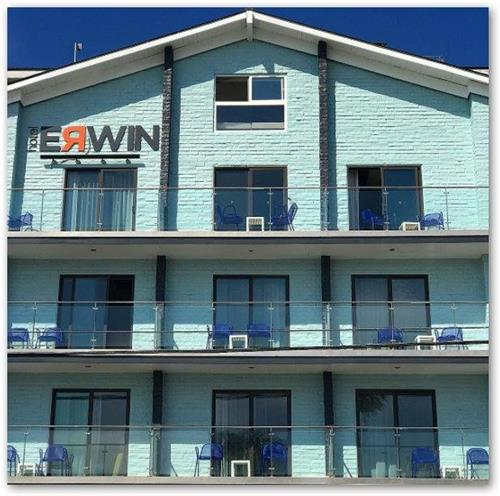 Hotel Erwin from Pacific Avenue, Venice Beach