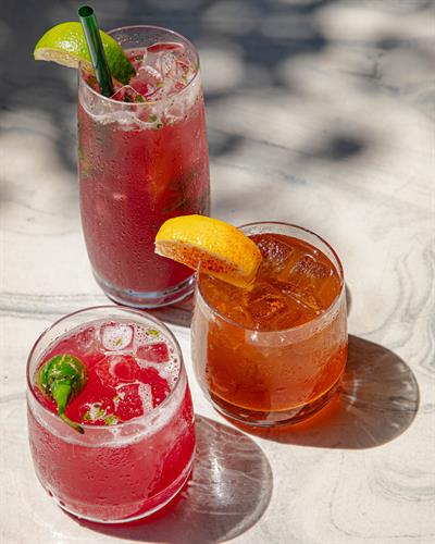 Gallery Image cocktails_outside.jpg