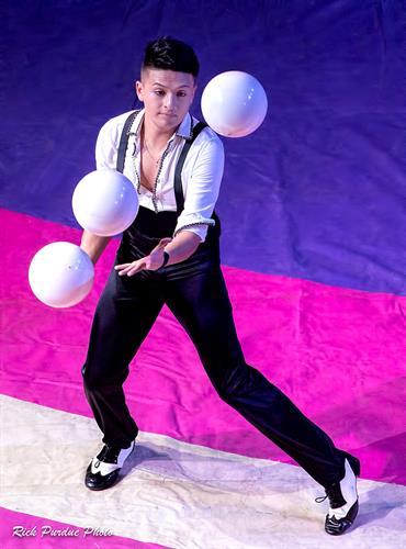 Noel Aguilar - juggling phenom.