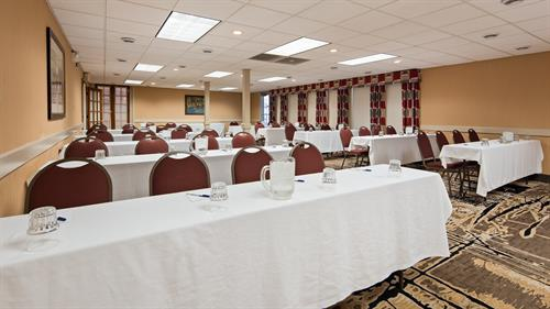 Veranda Room - Great space for meetings, family gatherings or rehearsal dinners.