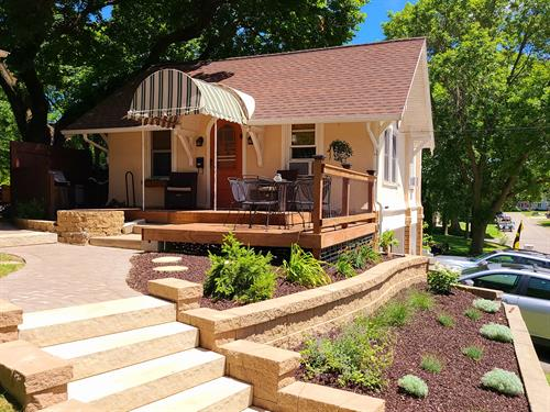 Beautiful lakeview cottage with new outdoor deck