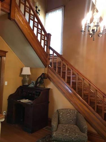 Gallery Image stairway.jpg