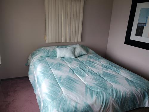 Master Bedroom Queen side bed