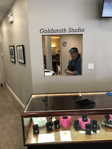 Onsite Goldsmith studio!  All our work is done on the premises !