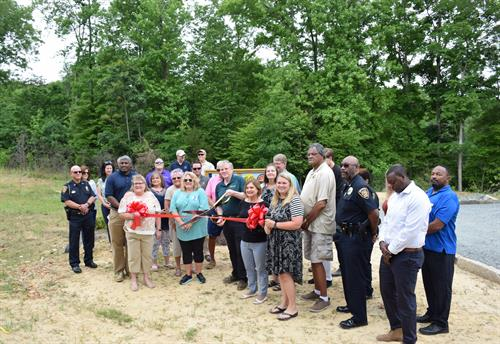 Pella Celebrates $30,000 Donation to Local Greenway/Blueway Project with Official Dedication