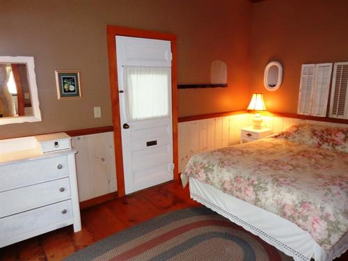Gallery Image 6._Arbor_Queen_Room.JPG