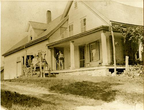 Whitford House Historic House Photo with Horse and Buggy