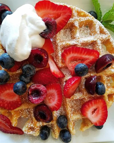 Rise and shine! We love to serve a delicious breakfast with seasonal flavors.