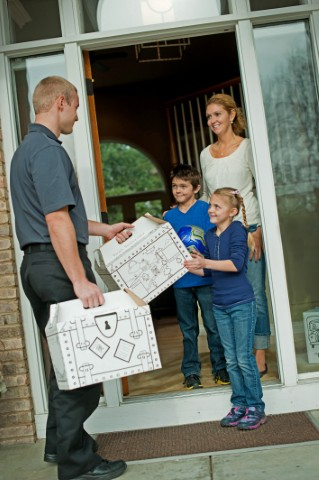 Gallery Image mover_handing_kids_boxes.jpg