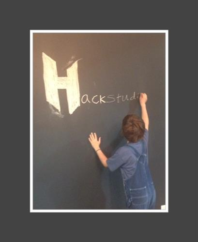 Yes, you can write on the walls at Hackstudio!