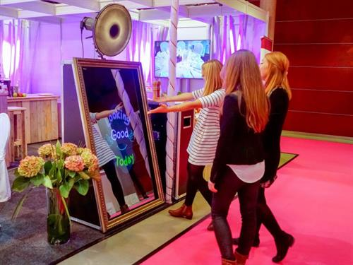 Gallery Image mirror-me-booth-foto-master-048.jpg