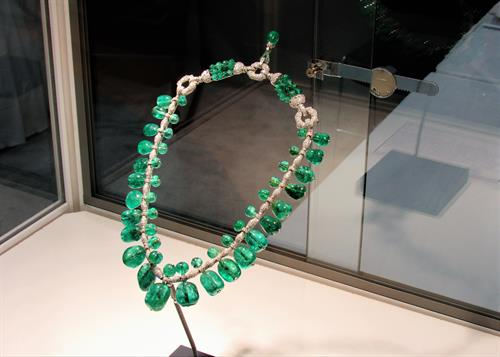 A famous Cartier emerald, diamond, and platinum necklace on display from the Smithsonian at the Tucson Gem and Mineral Show.