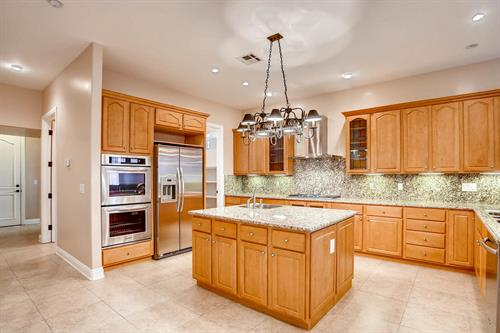 Gallery Image 3920_Youngson_Dr_Las_Vegas_NV-large-011-17-Kitchen-1500x1000-72dpi.jpg