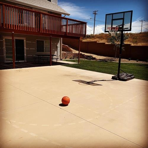 Gallery Image backyard_basketball.jpg