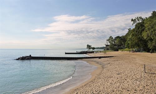 LAKE FOREST & LAKE BLUFF - NORTH SHORE LIVING ON LAKE MICHIGAN
