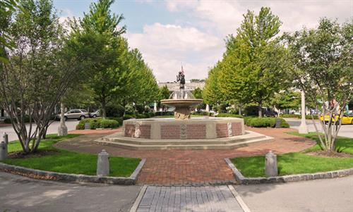 LAKE FOREST MARKET SQUARE