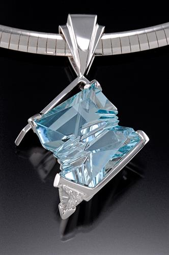 Fantasy cut Aquamarine pendant with trillion diamond